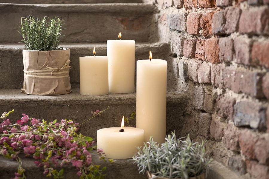 Candele Da Giardino Milano : Candele bianche da giardino i vasi alti con candele bianche si